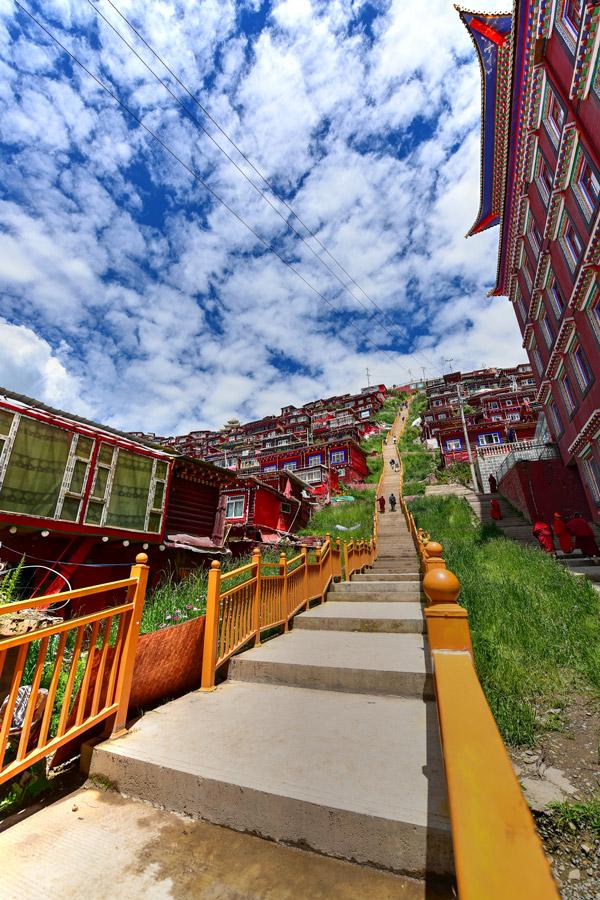 Hi,China Sertar Buddhist College